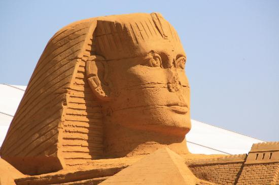 New-Astoria Hotel: Sand Sculpture