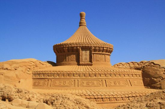 New-Astoria Hotel : Sand Sculpture