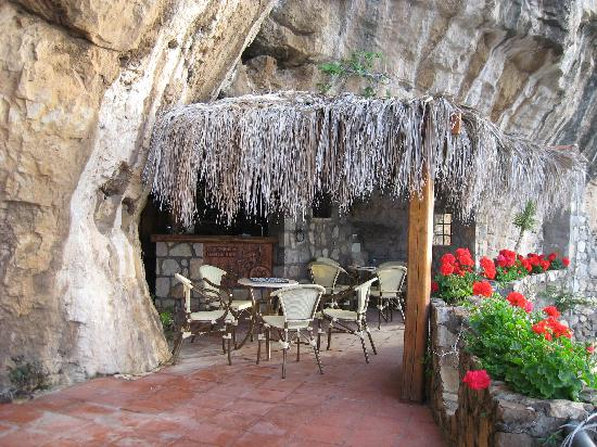 La Grotta dei Fichi: The outdoor bar area