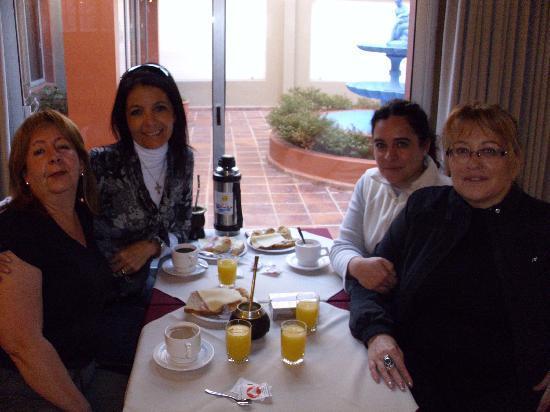 Hotel Leoncia: Desayunando