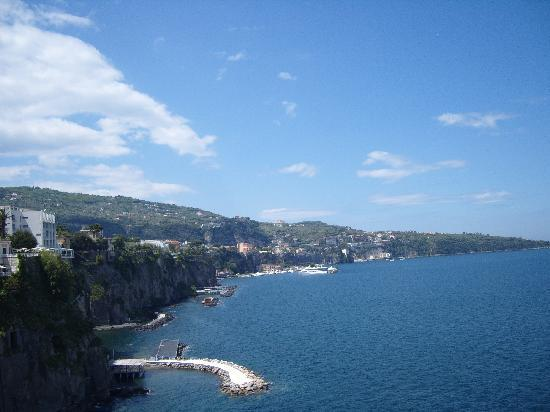 Сант'Аньелло, Италия: views back to sorrento