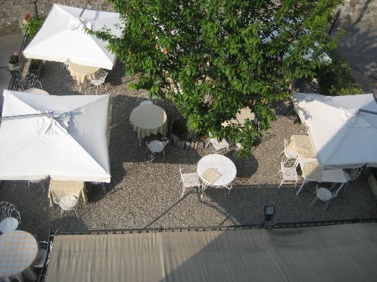 Albergo Trattoria La Vignetta : Sommerterrasse von oben