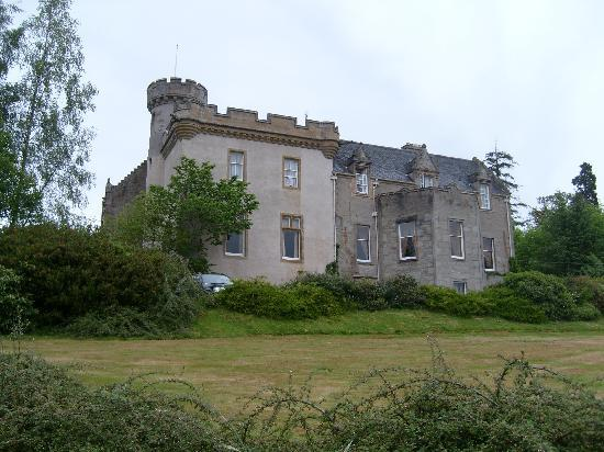 Tulloch Castle Hotel: THE VIEW AS YOU APPROACH