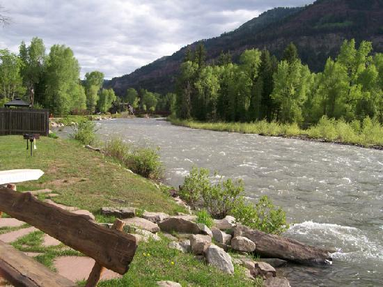 Redstone, Kolorado: River behind lodge