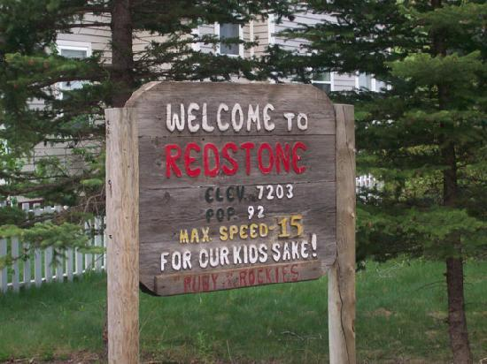 Redstone Cliffs Lodge: Redstone population sign