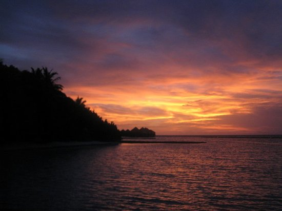 Baros Island: Sunset in paradise