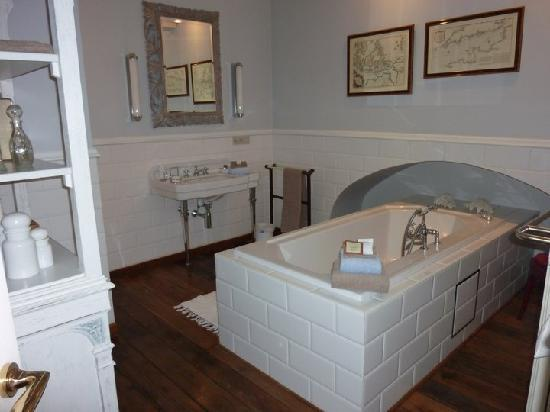 Number 11 Exclusive Guesthouse: amazing bathroom