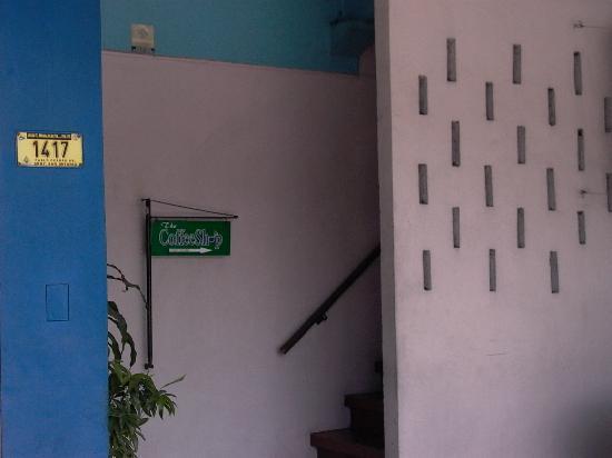 West Makati Hotel: coffee lounge