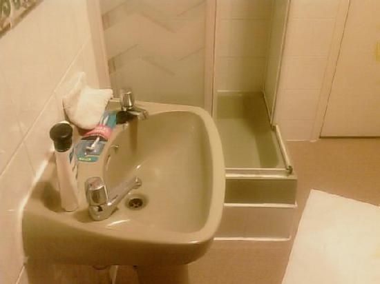 Hayesthorpe Hotel: encore la salle de bain