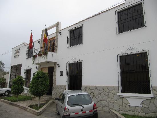 Hotel Villa Jazmin: Main entrance