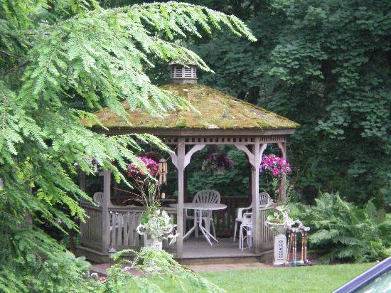 New Hope's 1870 Wedgwood Bed and Breakfast Inn: Beautiful Gazebo