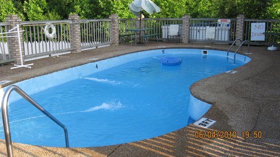East Side Inn: The pool