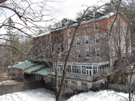 Moulin Wakefield Mill Hotel & Spa: The Mill, viewed from behind the falls