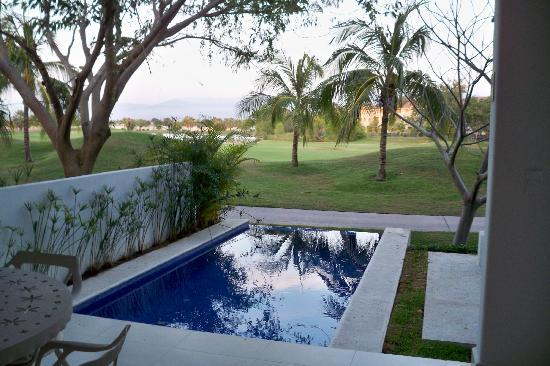 Taheima Wellness Resort & Spa: Private infinity pool looking out on the golf course