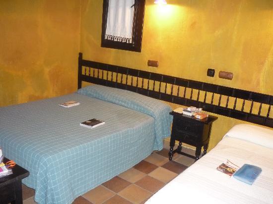 Apartamentos El Tiempo : La chambre (chambre triple)