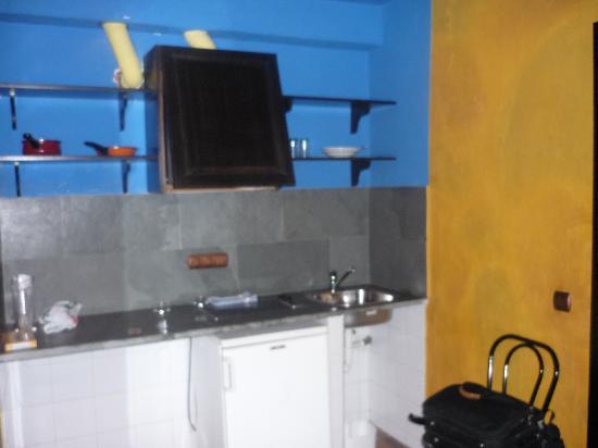 Apartamentos El Tiempo : la «coin cuisine»