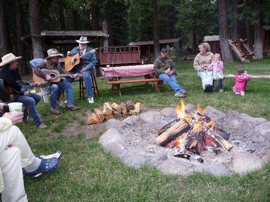 Greenhorn Creek Guest Ranch: Camp Fire