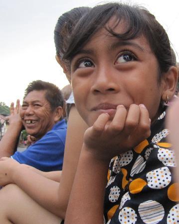 Cili Emas Oceanside Resort: Mädchen in Tejakula