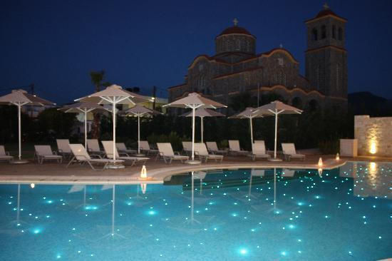 Castello Boutique Resort & Spa: Night scene, pool with fibrooptic