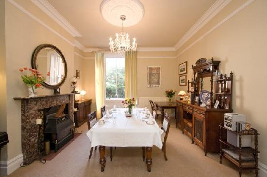 Oaklodge Bed & Breakfast: Dining room