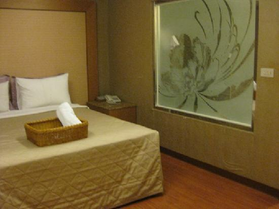 Yuhao Hotel: The room is spacious.