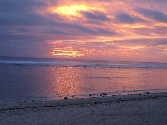 Raina Lagoon Villas: Sunset at your door!