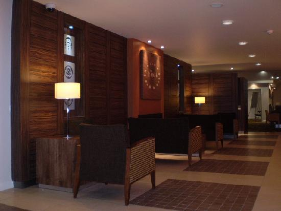 Holiday Inn Express Colchester: Reception