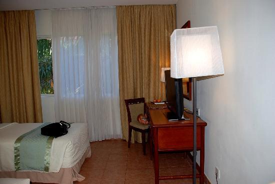 Hulhule Island Hotel: 2