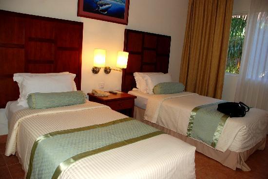Hulhule Island Hotel: 3