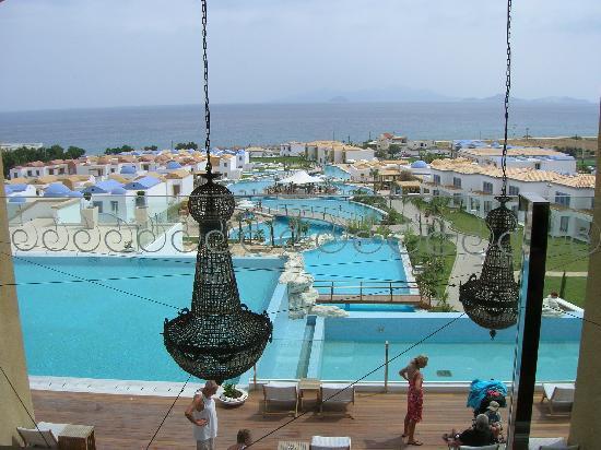Mitsis Blue Domes Resort & Spa: Vista dal bar della hall