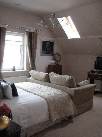 Dun Ard: bedroom from bathroom