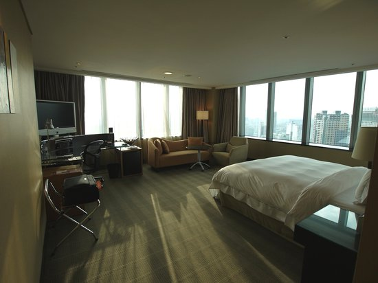 The Landis Taichung: corner room