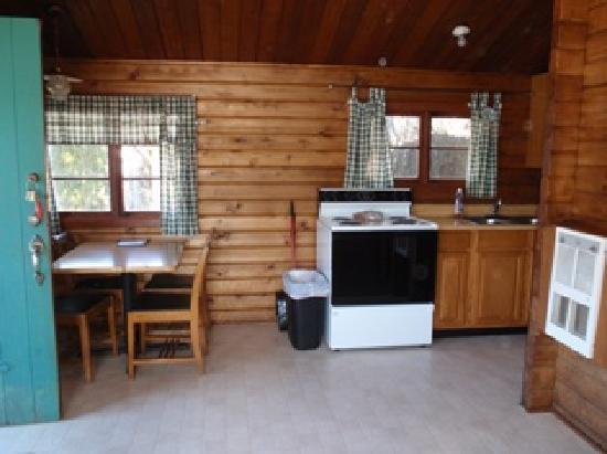 Lake Cushman Resort : Sample lakefront cabin interior