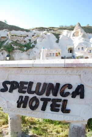 Spelunca Cave Suites: SPelunca beautiful!