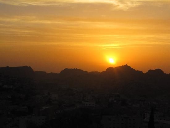 Valley Stars Inn: sunset over Petra from the roof terrace