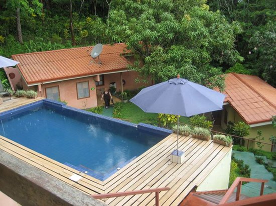 Amatierra Retreat and Wellness Center: View of pool and one casita