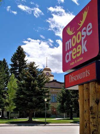 Moose Creek Lodge and Suites: Downtown Cody Wyoming Lodging