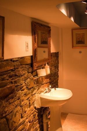 McGill Inn B&B: Baño de la White Room
