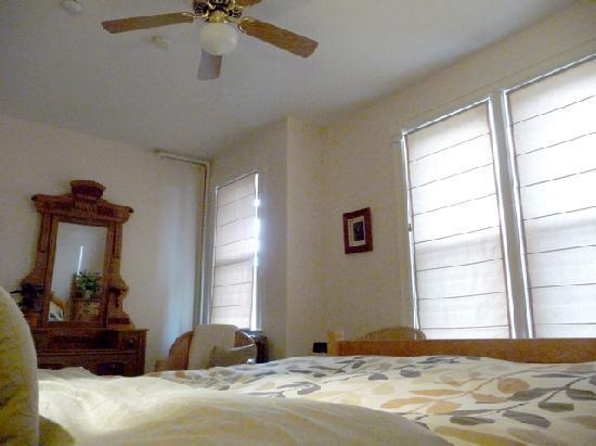 Cloudside Inn: cedar room2