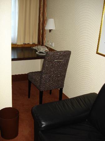 Wyndham Garden Duesseldorf City Centre Koenigsallee : Comfort Room - Schreibtisch