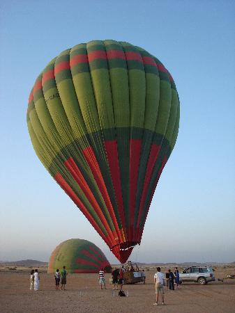 Ciel d'Afrique Hot Air Ballooning : the balloon is up!