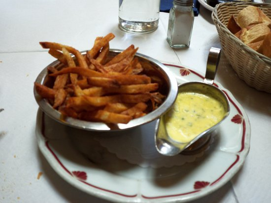 Bistrot Du Coin: Fries with Bearnaise sauce