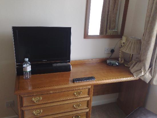 Best Western Fowey Valley : The flatscreen tv and desk