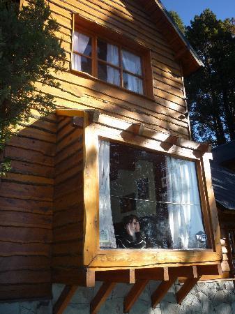 Bungalows El Bosque de los Elfos: ventanal al lago