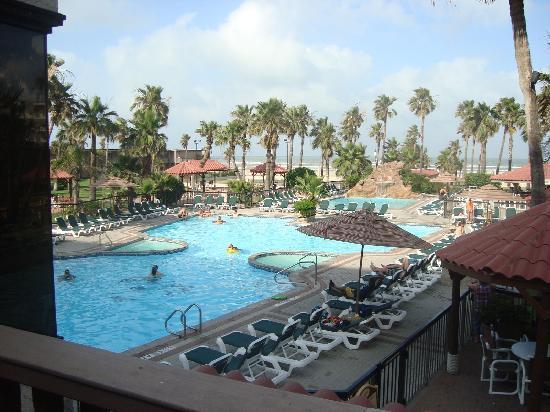 Isla Grand Beach Resort Pool Side