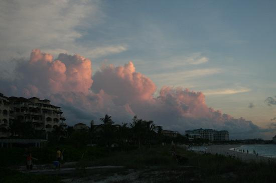 Royal West Indies Resort: Sunset over the beach