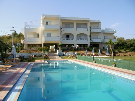 Mirabello Apartments: Pool and apartments