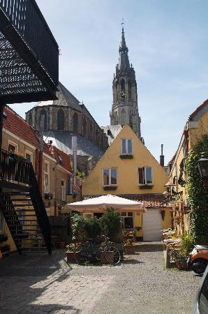 Hotel de Emauspoort: courtyard area