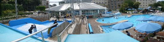 Merton Hotel: Panoramic view of the pool area