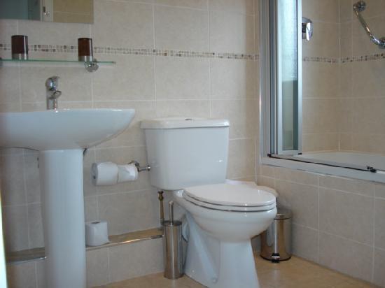 Almara Bed & Breakfast Dublin: Almara sample bathroom